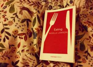 reads_nigella_eating